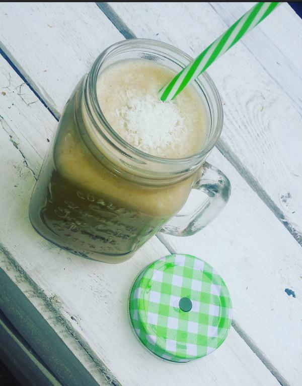 smoothie bananowo-kokosowe z maslem orzechowym