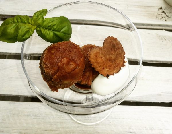 Lody czekoladowe z bananów i karobu z czekoladowym serduszkiem home made