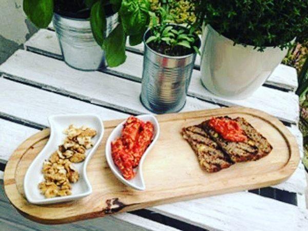 Pasta z czerwonej papryki i orzechów włoskich