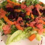 Sałatka z pieczoną marchewką, burakiem i grejpfrutem w sosie balsamicznym