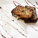 Tymiankowy tost z miodem i kozim serem