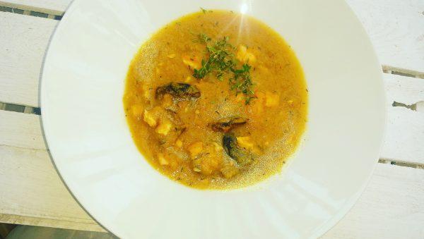 Zupa z dyni, łososia ze śliwkami