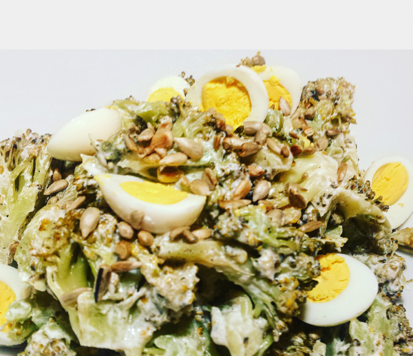Sałatka z brokułów z pestkami słonecznika