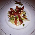 Makaron tagliatelle z cukinii z serem typu gorgonzola i chipsami z szynki parmeńskiej